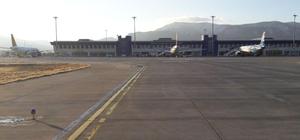 Yurtdışından gelen uçaktaki yabancı uyruklu yolcudan uyuşturucu çıktı
