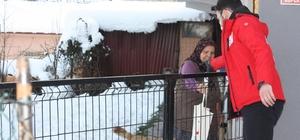 Kızılay gönüllüleri Yığılca'ya çıkartma yaptı Kapı kapı gezip ihtiyaç sahiplerine yardımlarını dağıttılar