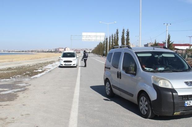 Uygulama yapan polisleri görüp geri geri giden araçlara ceza