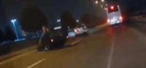 Kazayı izlemek için yavaşlayan otomobile otobüs çarptı Kaza anı vatandaşın cep telefonu kamerasına yansıdı