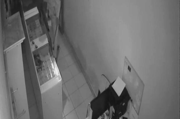 Son iki ayda iş yeri ikinci kez soyuldu, hırsızları çaya davet etti