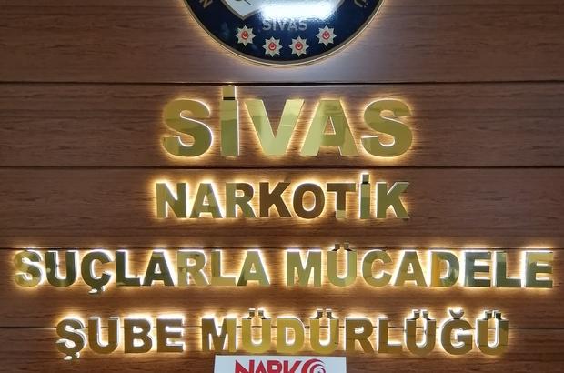 Uyuşturucu etkisinde araç kullandılar, bedelini ağır ödediler Sivas'ta uyuşturucu madde etkisi altında araç kullanan 2 şahsa 13 bin 818 TL para cezası uygulanarak ehliyetlerine el konuldu