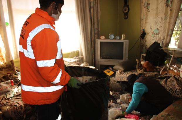 Kardeşinin evinden gelen kokuya daha fazla dayanamadı 5 senede 2 kamyon çöp biriktirmiş