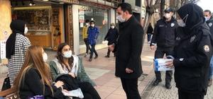Tepebaşında sosyal mesafe denetimi yapıldı Denetimlerde yüzlerce maske dağıtıldı