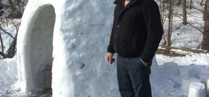 Köyüne yapacağı fırının provasını kardan yaptı