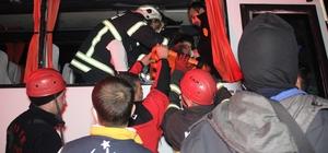 D100'de halk otobüsü tıra çarptı: 6 yaralı Halk otobüsünde sıkışan sürücüyü itfaiye ekipleri kurtardı