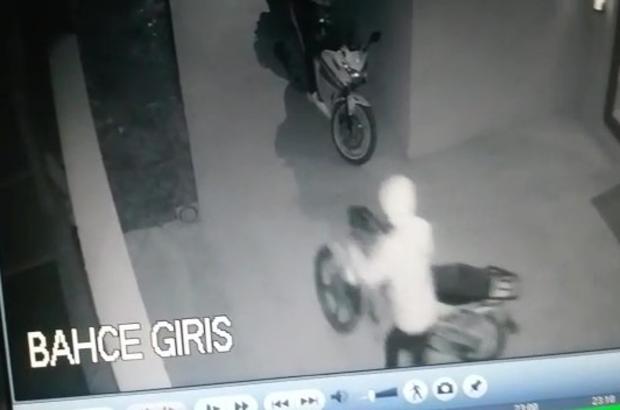 Hayırsız evlat 4 gün arayla babasının motoru ve arabasını çaldı Babasını arabasını ve motorunu çalan oğul, arkadaşlarıyla gezerken yakalandı