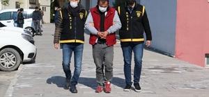İhtiyacı olduğu için kapkaç yapmış Adana'da evine giden bir kadının içinde 180 lira para ve telefonu olan çantasını kapkaç yöntemiyle çalan şüpheli tutuklandı