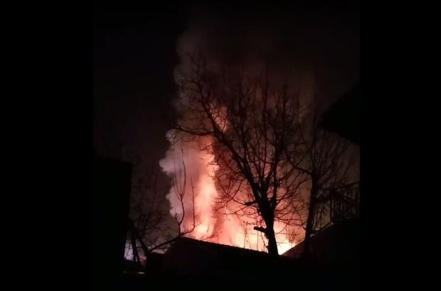 Alev alev yandı Sabaha karşı mahalle yangınla uyandı
