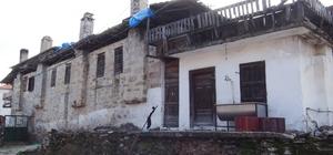 Katrancı için UNESCO'ya başvuru hazırlığı Yatağan'ın kırsal Katrancı Mahallesi'ndeki 100-120 yıllık Osmanlı döneminin son kültür varlığı evlerin gelecek kuşaklara aktarılması için Yatağan Kaymakamlığı ile Muğla Ticaret ve Sanayi Odası UNESCO Dünya Kültür Mirası listesinde yer alması için proje hazırlıyor