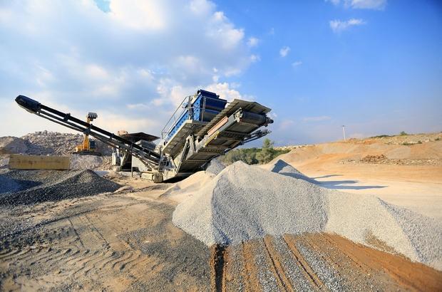 15 bin 575 kamyon atık geri kazandırıldı Muğla Büyükşehir Belediyesi hafriyat toprağı ve inşaat yıkıntı geri kazanım tesisi ile bugüne kadar 233 bin 625 ton atığın geri kazanımını sağlayarak 15 bin 575 kamyon atığın çevreyi kirletmesini engelledi.