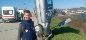 Öyle bir kaza yaptı ki görenler şok oldu Kaza yapan araç şaha kalkarak dik kaldı
