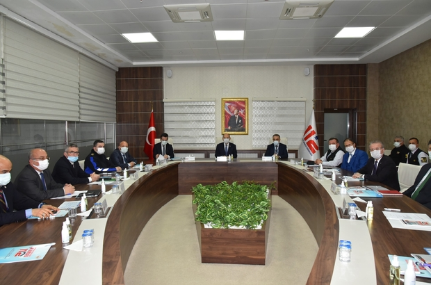 Asılsız ihbarda bulunan kişiler cezadan kaçamadı Manisa 112 Acil Çağrı Merkezi İl Koordinasyon Toplantısı, Vali Karadeniz başkanlığında yapıldı