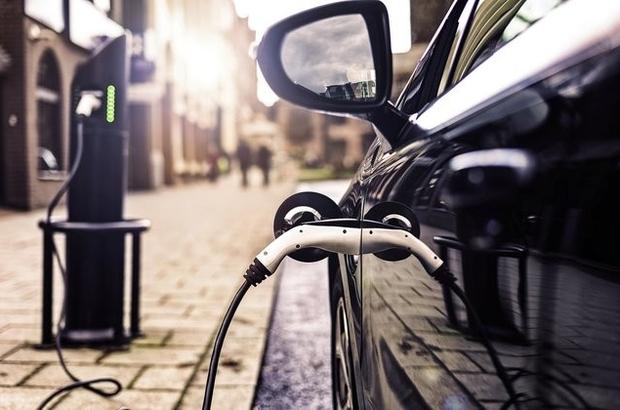 """""""Elektrikli otomobillerin hem üretimi hem satışı desteklenmeli"""" Windbaba Stratejik Çözüm Ortağı By Danışmanlık Kurucusu Bülent Yüce: """"2020'de satılan her bin araçtan sadece biri elektrikli otomobil. Gelişmiş ülkeler 2030'da dizel ve benzini araç satışını yasaklama kararı alırken, biz de temiz enerji kaynaklarına yönelen ulaşımı tercih etmeliyiz"""" """"Devletimiz elektrikli otomobil üretimine destek veriyor ama satışında alınan vergileri bir gecede dört kat artırıyor"""""""