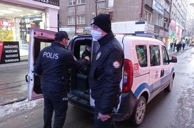 Evde kumar oynayan şahıslara 37 bin 273 lira ceza kesildi Sivas'ta kiraladıkları evde kumar oynayan 15 kişiye 37 bin 273 lira ceza kesildi.