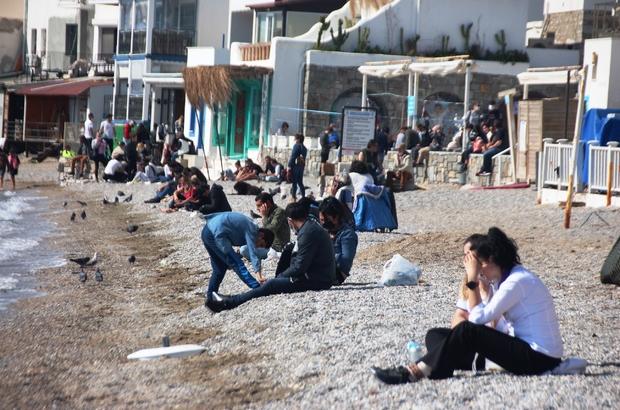 Güzel havayı gören vatandaşlar sahile koştu, maske ve mesafe unutuldu