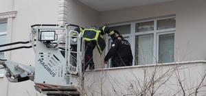 2 gündür kayıp olan otel çalışanını bulmak için 2 kapı kırdılar Kendi evi ve abisinin evinde bulunamayan şahıs hakkında inceleme başlatıldı Kocasının kaybolduğunu İstanbul'da gezmeye giden eşine komşuları haber verdi