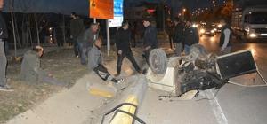 Kazada ikiye bölünen araçtan sağ çıktılar İki otomobilin çarpışması sonucu meydana gelen kazada, ikiye bölünen otomobildeki 2 kişi yaralandı
