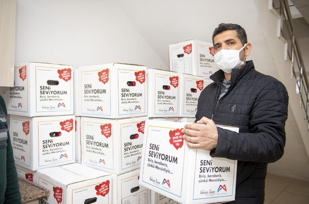 Mersin Büyükşehir Belediyesi, iş yeri kapalı 5 bin 785 esnafa gıda kolisi dağıtıyor