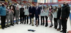 Curlingte kupalar sahiplerini buldu