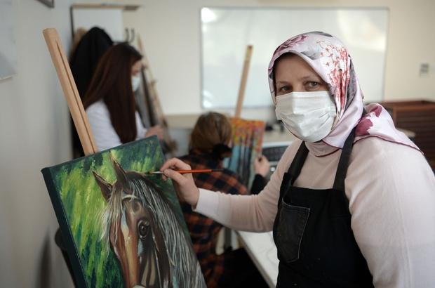 Fırçayla kanser terapisi Kursiyerler usta ressamlara taş çıkartıyor