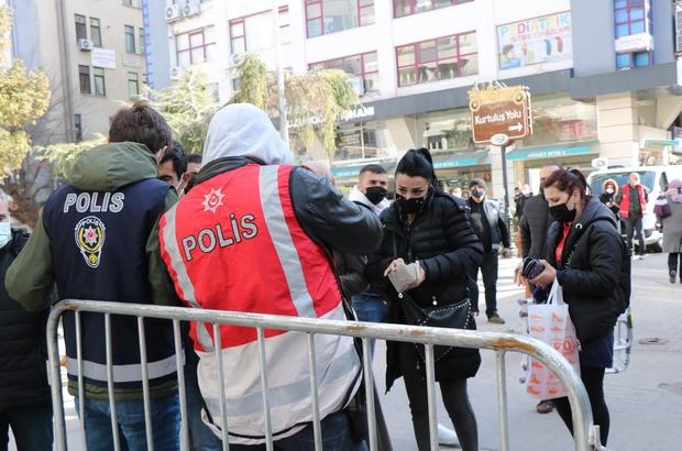 """Kovid-19'un pik yaptığı Samsun'da denetimler artırıldı Samsun Valisi Doç. Dr. Zülkif Dağlı: """"Hala çok yoğun bir şekilde cenazelere katılım var"""" """"150 binden fazla vatandaş aşılandı"""" """"Muafiyeti kullanarak dışarı çıkmaya çalışanlara izin vermeyeceğiz"""" """"Korona timi tekrar kalabalık fotoğrafı çekip, kolluk kuvvetine gönderiyor"""""""