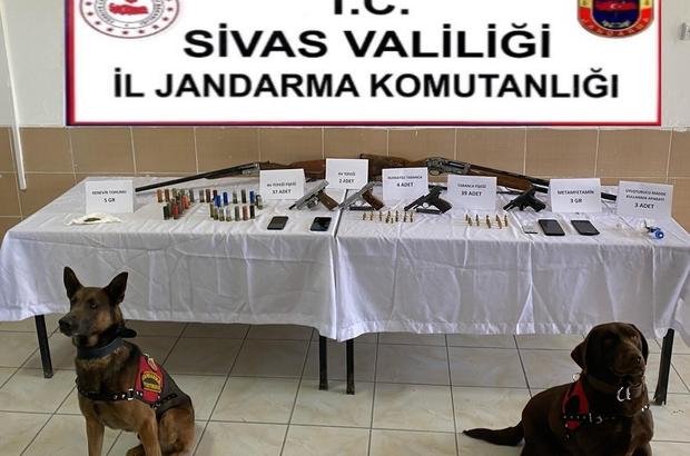 Sivas'ta uyuşturucu ve kaçakçılık operasyonu Sivas'ta Jandarma ekiplerinin yaptığı operasyonlarda 3 tabanca ve 2 av tüfeği ele geçirilerek 4 şüpheli şahıs hakkında işlem yapıldı