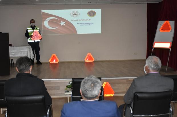 Traktör ve motosiklet kazalarına karşı uygulanacak proje için düğmeye basıldı Traktör kazalarında ölümü en aza indirmek için trafik eğitim semineri düzenlendi