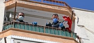 Beşinci kattan düşen adam alt katların balkonlarındaki çamaşır telleri sayesinde hayatta kaldı Hızı yavaşlayıp beton zemine düşen adam ağır yaralandı