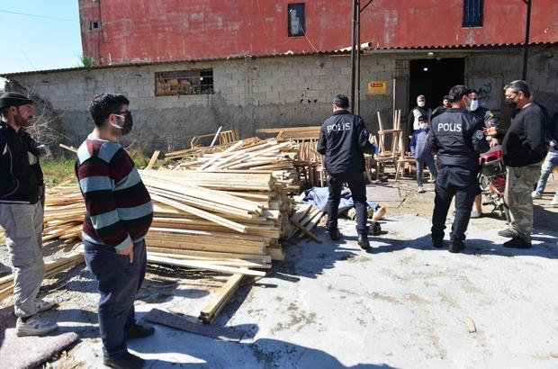 Kereste altında kalarak ölen kardeşe son bakış Adana'da kerestelerin altında kalarak hayatını kaybeden gencin kardeşi gözyaşlarına boğuldu