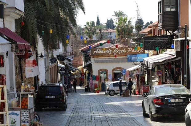 """Tarihi Kaleiçi, Jason Statham'ın 'Five Eyes' filmi ile ününe ün katacak Kaleiçi sokaklarında film seti için kapatılan dükkanların sahiplerine nakdi yardım yapıldı Hasan Kilit: """"Film ile birlikte turistler de bu bölgeye daha fazla gelebilir"""""""