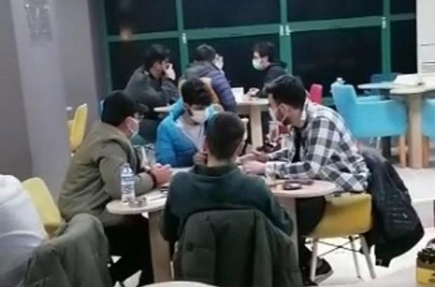 Kapalı kahvehanede oyun oynayıp sigara nargile içerken yakalandılar İskenderun'da sosyal mesafe kuralını ihlal eden 24 kişiye 83 bin 256 lira ceza kesildi