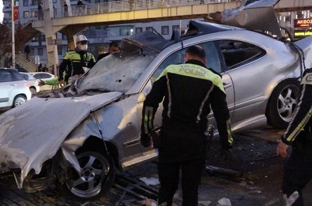 Diyarbakır'da feci kaza: 2'si ağır 3 yaralı Hurdaya dönen otomobilde sıkışanlar vatandaş, polis ile sağlık ekipleri tarafından çıkarıldı
