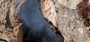 Falezlerdeki mağaradan çıkan siyah dumanlar itfaiye ve polisi alarma geçirdi Plastik atık ve çöplerin yandığı mağarada, cezaevinden pandemi nedeniyle salıverilen bir kişinin yaşadığı ortaya çıktı