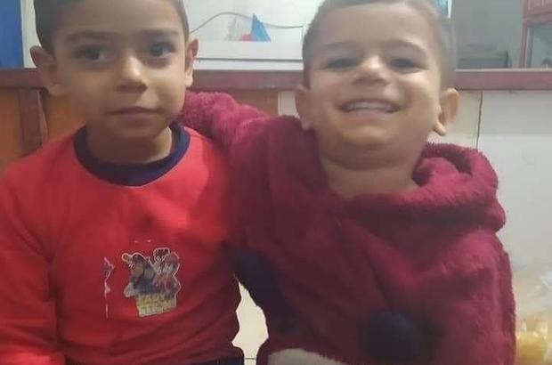Mersin'de yanarak ölen 2 küçük kardeş gözyaşları arasında toprağa verildi Hamile olduğu öğrenilen anne Fatma Kuytul cenaze töreninde baygınlık geçirdi