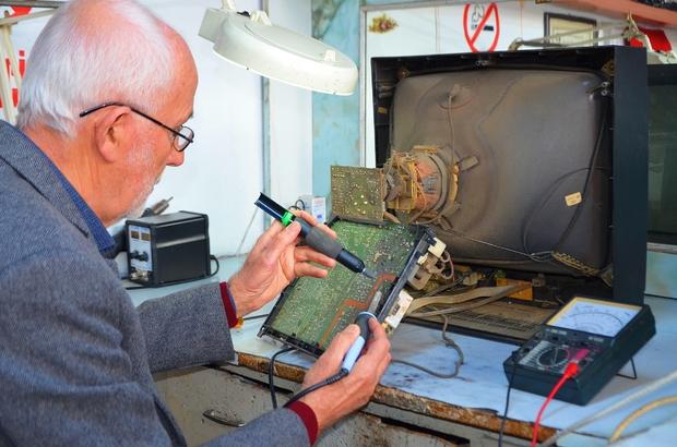 Yarım asırdır radyo ve televizyonları onarıyor