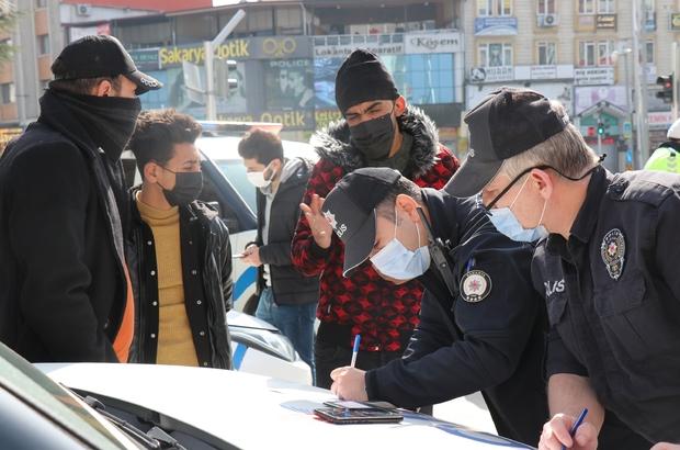Vakaların artış gösterdiği Sakarya'da denetim ve tedbirler arttırıldı Kısıtlama kurallarını ihlal eden 3'ü yabancı uyruklu toplam 4 kişi cezadan kaçamadı