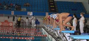 Yüzme yarışları başladı