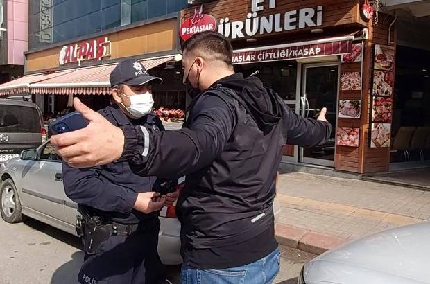 """Kısıtlamaya uymadı, ceza yazılınca polisin üzerine yürüyerek bağırdı Aracıyla kasaba et almaya giden şahıs, """"En güzel kasap bu, başka bir yerden almıyorum"""" diyerek kendini savundu"""