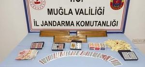 Kumar merakı 52 bin TL'ye maloldu Muğla'nın Köyceğiz ilçesinde evde kumar oynayan 11 kişiye toplam 52 bin 580 TL idari para cezası uygulandı.