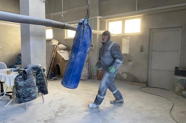 Hem şampiyon hem sanatçı Emekli boksör mermerden yaptığı figürler ile görenleri mest ediyor Mermer atıklarından görenleri hayran bırakacak sanat eserleri yapıyor