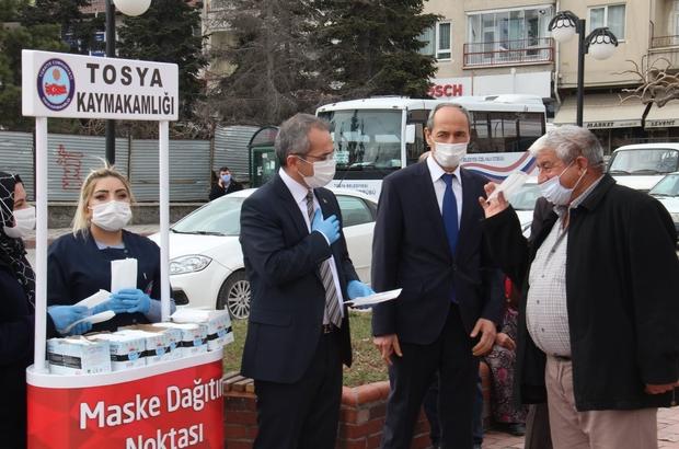 Vaka sayıları azalınca kaymakam vatandaşı maske dağıtarak uyardı