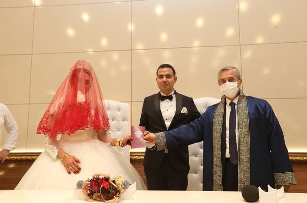 En fazla nikah kıyma rekoru Şahinbey'de 2020'de Şahinbey'de 6 bin 954 çiftin nikahı kıyıldı