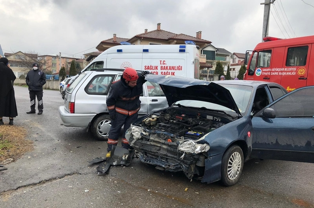 Sakarya'da 2 otomobil çarpıştı: 3 çocuk yaralı