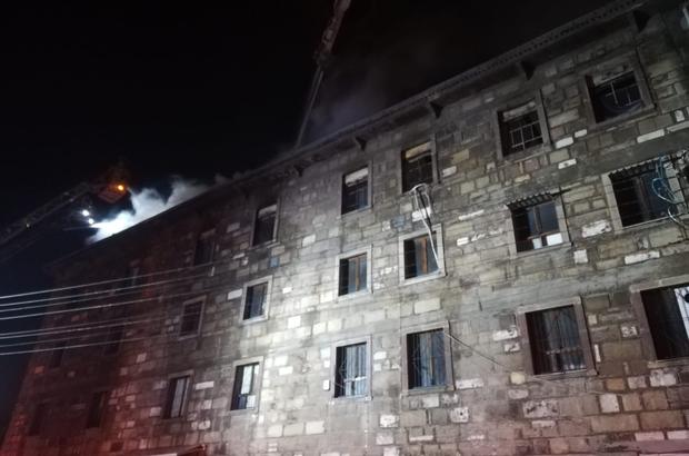 İzmir'de 4 katlı tekstil atölyesinde çıkan yangın söndürüldü Alevler yaklaşık 2 saatlik çalışmayla kontrol altına alındı