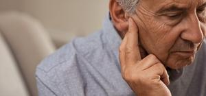 """Estetik kaygılar işitme cihazlarından uzaklaştırıyor 75 yaş sonrası her 3 kişiden birinde işitme sorunu görülüyor Kulak Burun Boğaz Uzmanı Prof. Dr. Ülkü Tuncer: """"İşitme kaybı tedavi edilmediğinde hafıza sorunlarına, yeni bilgi ve beceri geliştirememe ve iş performansında azalmaya yol açabilir"""""""