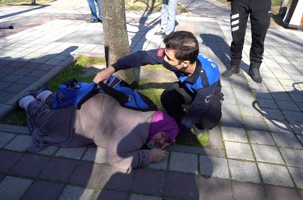 Zabıtadan takdir toplayan hareket: Montunu verdi, eliyle yastık yaptı