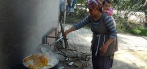 Turunç tatlısı kadınların gelir kapısı oldu Adana'da kadınlar, kara kazanlarda odun ateşinde yaptıkları turunç tatlısının kilosunu 18-20 TL'den satıyor