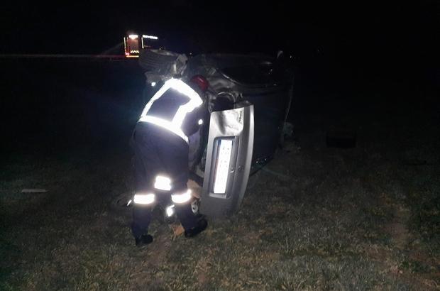 Manisa'da otomobil refüje çarpıp tarlaya uçtu: 2 yaralı