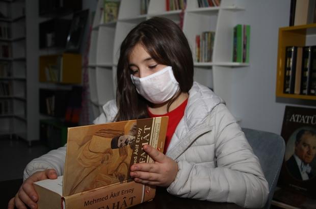 """(Özel) İstiklal Marşı okuma yarışmasında ödülü kabul etmedi Yarışmada ikinci olan 6. sınıf öğrencisi Asu Turan, İstiklal Marşı için ödülü kabul etmeyen Mehmet Akif Ersoy'dan etkilenerek verilen ödülü kabul etmedi 6. sınıf öğrencisi Asu Turan: """"Ecdadımız gibi millete adanmış bir marş için ödül almak istemedim"""""""